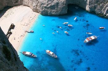 Подводные пещеры и затонувшие корабли