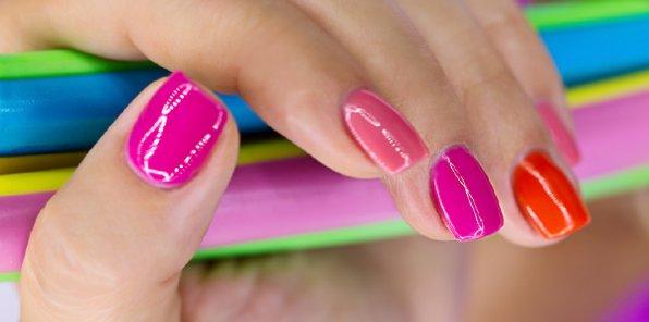-60% на услуги для ногтей в салоне «Виктория»